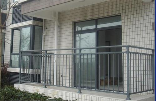 锌钢阳台护栏工程